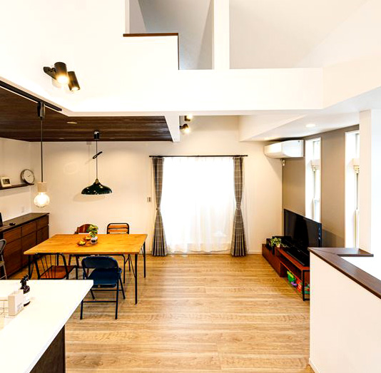 家族の会話が弾むオープンリビング『程よくつながる』二世帯住宅へ