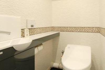 ボーダーでアクセントをつけたトイレ。